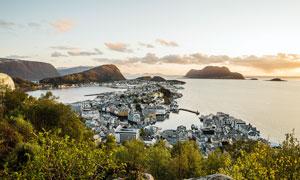 美丽的海滨小镇摄影图片