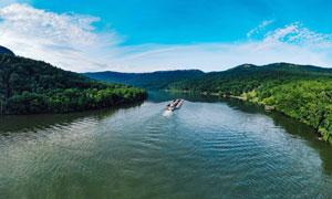 山林中的河流美景摄影图片
