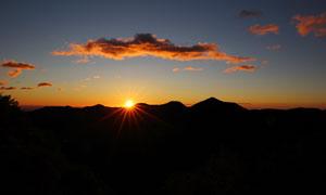 夕阳下的山顶风光美景摄影图片