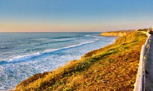海岸线上美丽的浪花摄影图片