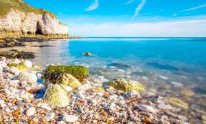 美丽的海边景观和鹅暖石摄影图片