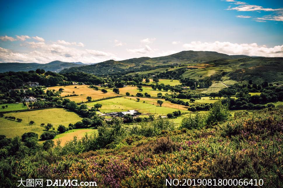 田园风光和绿色山林摄影图片
