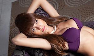 穿紫色内衣的美女模特人物摄影原片