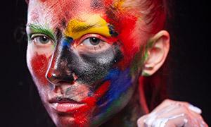 面部涂油彩的人物特写摄?#26696;?#28165;原片