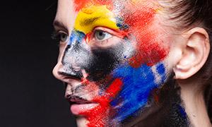 面部油彩涂抹效果美女人物摄影原片