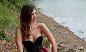 抹胸红裙美女人物写真摄影高清原片