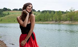 树丛河水风景美女人物摄影原片素材
