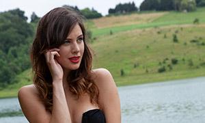 河边红裙欧美美女人物摄影原片素材