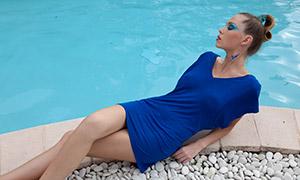 蓝色连体短裙美女人物写真原片素材
