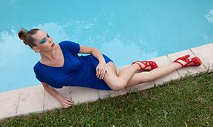 蓝裙浓妆盘发美女写真摄影原片素材