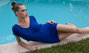 池边浓妆盘发美女人物模特摄影原片
