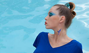 蓝色连体短裙浓妆美女写真原片素材