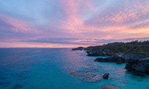黄昏下的海边礁石高清摄影图片