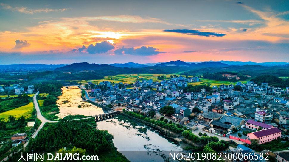 夕陽下的城鎮美景攝影圖片