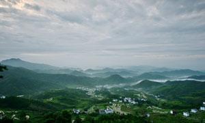 大山之中村落美景摄影图片