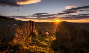 清晨山间美丽的朝阳摄影图片