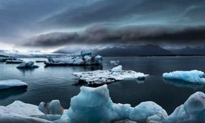 海面上没有融化的冰块摄影高清图片
