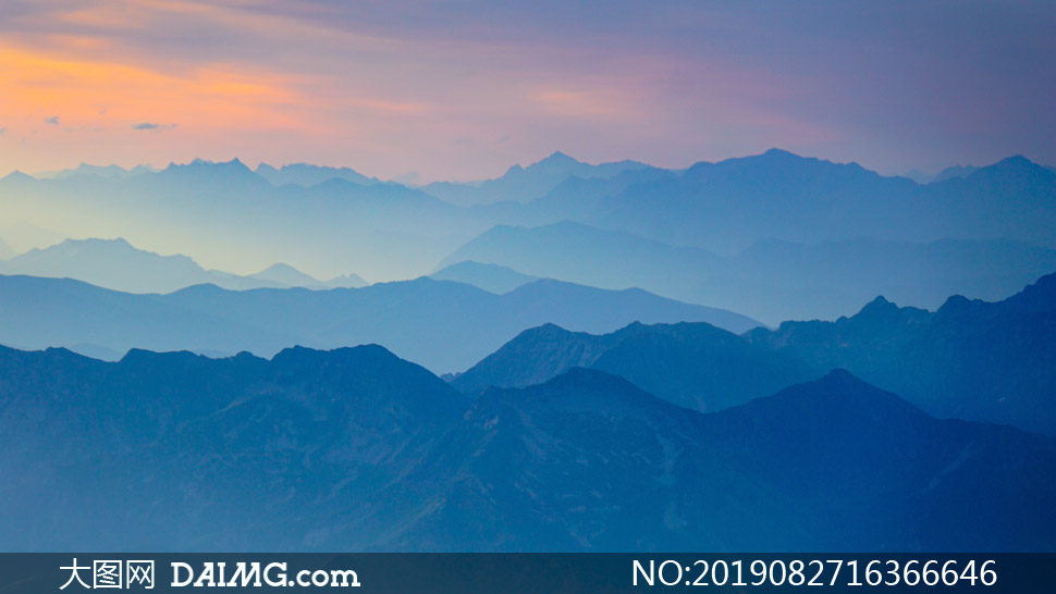连绵起伏远近不一山峦风景高清图片