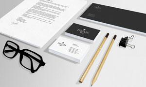 名片纸张与眼镜铅笔等样机模板素材