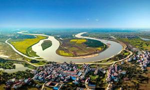 汉江河边的城镇景观全景摄影图片