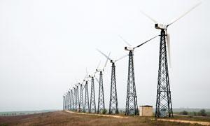 田園上的風車發電攝影圖片