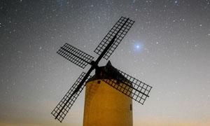 星空下的風車美景攝影圖片