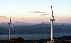 山頂風力發電高清攝影圖片