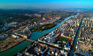 城市建筑物和河流航拍图摄影图片
