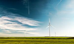 草原上的風車發點攝影圖片