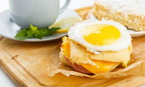 溏心蛋汉堡包早餐特写摄影高清图片