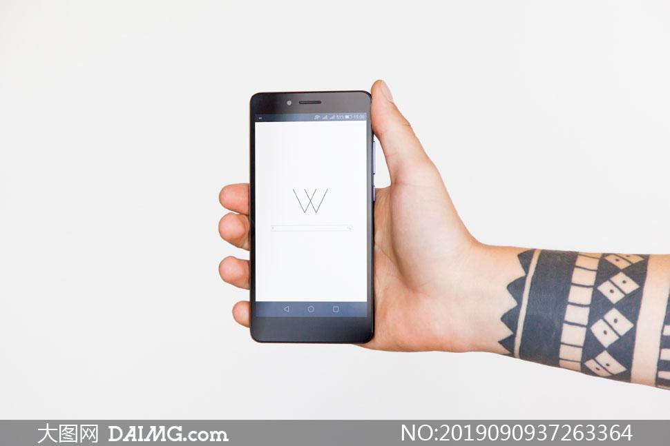 手中的安卓手机屏幕内容贴图源文件