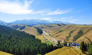 蓝天白云下的山顶风景摄影图片
