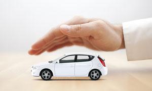 手掌下的白色汽車模型攝影高清圖片