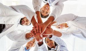 做加油仪式的医疗团队摄影高清图片