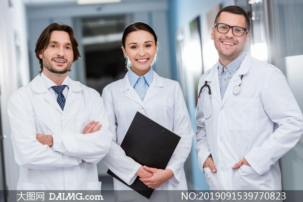 开心笑容男女医生人物摄影高清图片