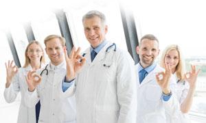 比划出手势的医生人物摄影高清图片