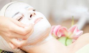 做臉部面膜護理的美女攝影高清圖片