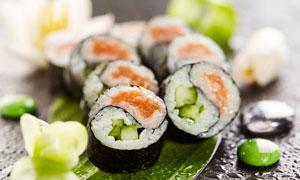 水珠与让人垂涎的寿司摄影高清图片