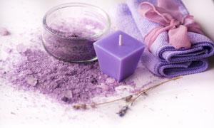 浴盐与紫色的蜡烛毛巾摄影 澳门线上必赢赌场