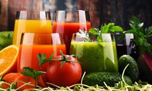 榨成的蔬菜水果汁特写摄影 澳门线上必赢赌场