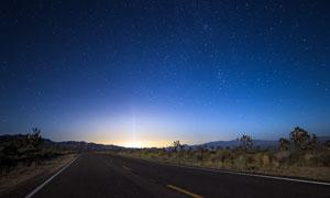 星空下的马路美景摄影图片