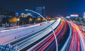 夜景下的城市道路光影摄影图片