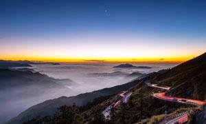 夜幕下的山路和山峦美景摄影图片
