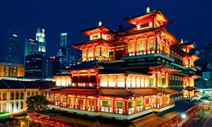 新加坡佛牙寺龙华院美丽夜景摄影图片