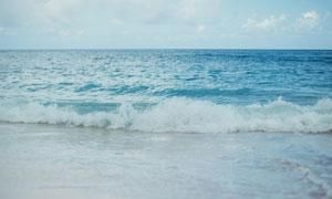 海边卷起的海浪高清摄影图片
