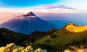 夕阳下的山中美景高清摄影图片