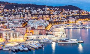 欧洲海滨小镇美丽夜景摄影图片