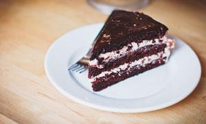 巧克力夹心蛋糕美食摄影图片