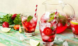 草莓水果茶饮料摄影图片