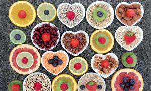 盘子里的水果和粗粮高清摄影图片